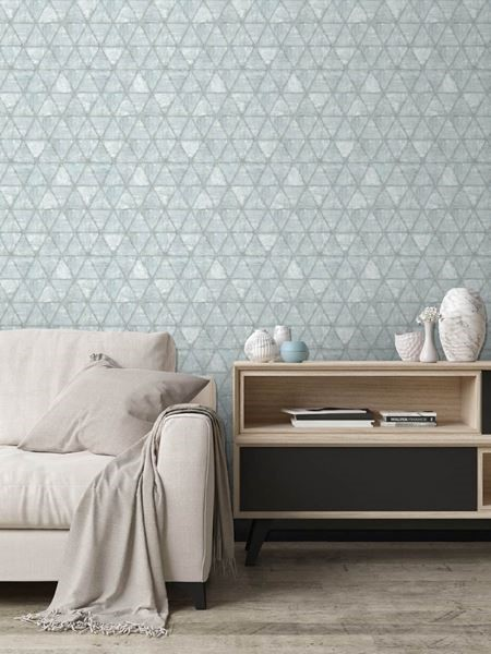 Dutch Wallcoverings Hexagone behang driehoeken grijsblauw in woonkamer